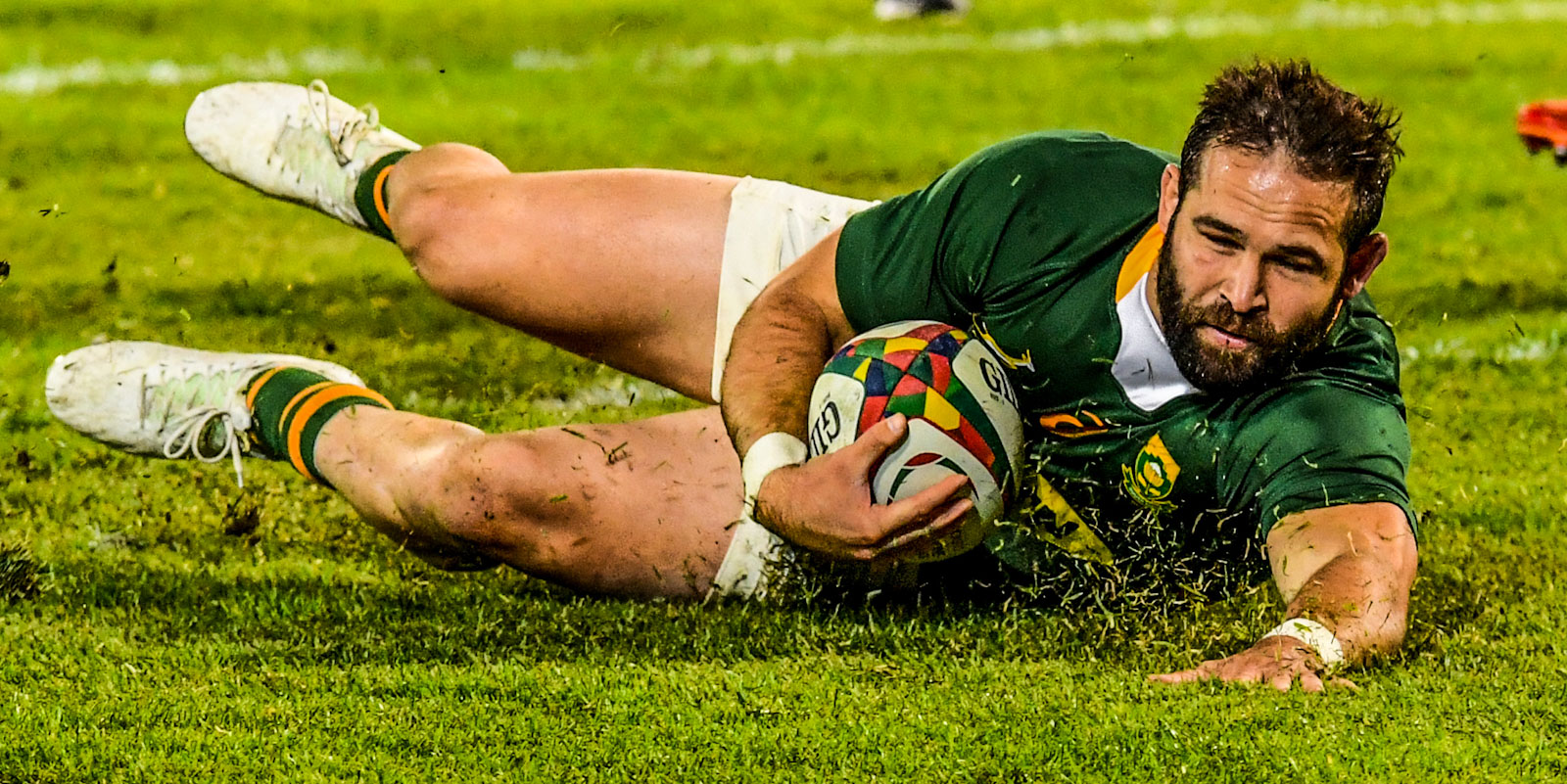 Cobus Reinach goes over for his try.